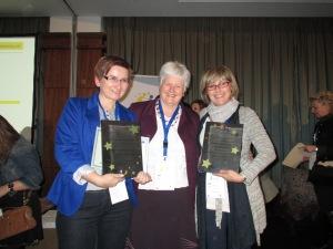 premiazione con Anne Gilleran responsabile pedagogico etwinning